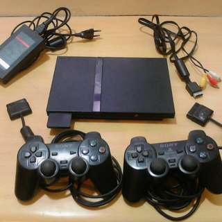 Playstation 2 slim type w/ free games