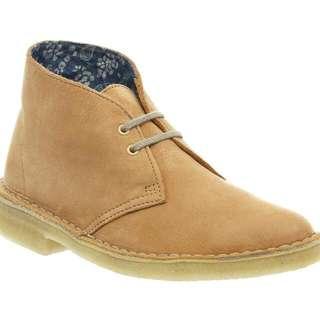 clarks dessert boots women