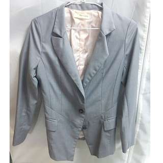 灰色 西裝外套