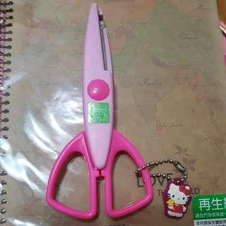 HELLO KITTY 齒類剪刀