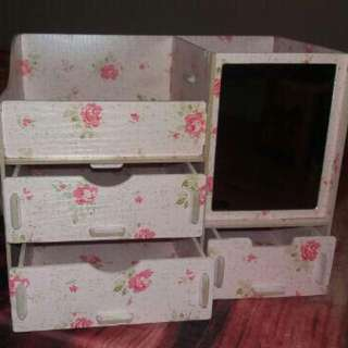 Kotak Kosmetik Flowers