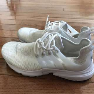 WHITE NIKE AIR PRESTO WOMENS SIZE 6