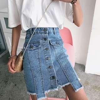 高腰不規則毛邊排扣顯瘦牛仔裙