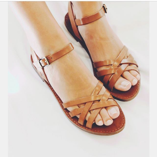 "ALMOST NEW!!! 💁🏻💁🏻   Size 8 WINDSOR SMITH summer sandal ""Bente Sandal - Tan Leather""   Heel Height: 2 cm  Upper: Leather  Lining: Man-Made  Sole: Man-Made  Y-strap with buckle closure RRP - $99.99"