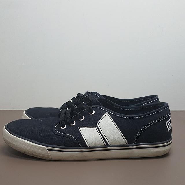 Macbeth Langley Vegan Sneakers in Black