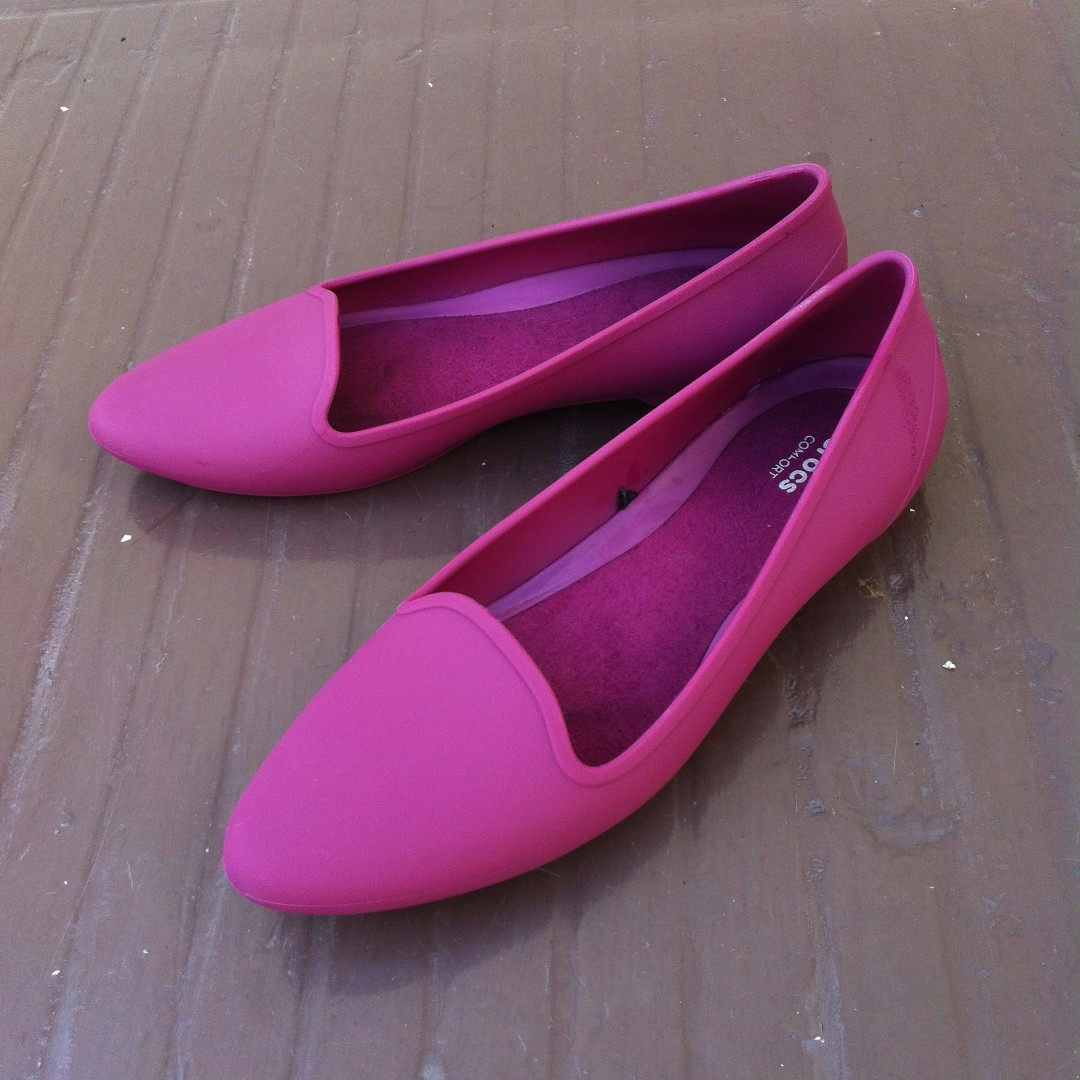 0824052c9b18 Iconic Crocs Comfort ladies pink shoes Size 8. Used only once and in ...