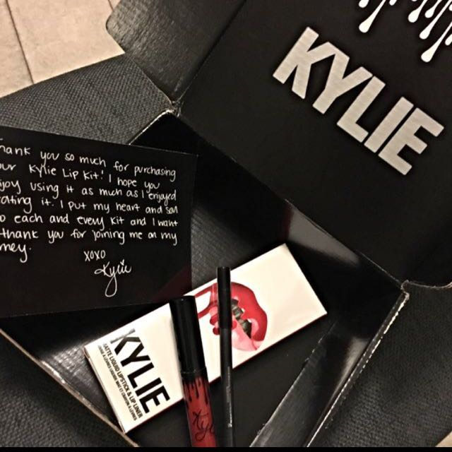 KYLIE Lip Kit Complet Set With Box✨