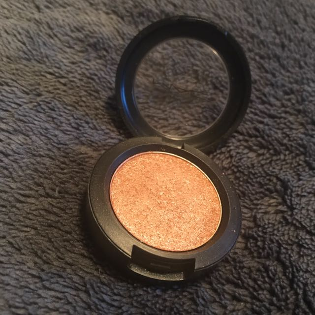 MAC Pressed Pigment in Spot Lit