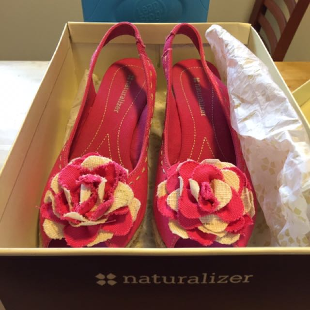 New In Box Naturalizer Shoes Size8