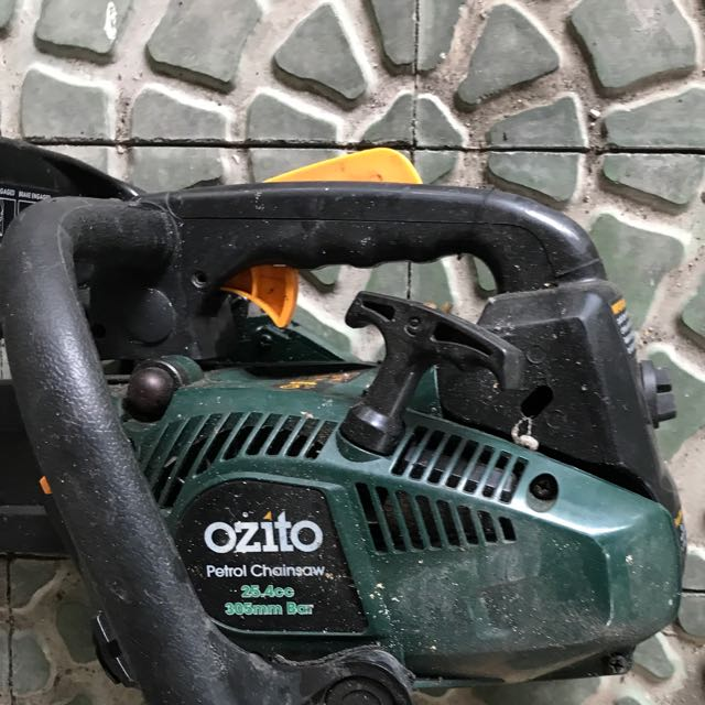 Ozito Chain Saw