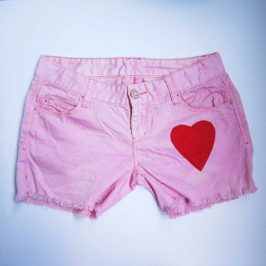 Pink low-waist shorts with Heart detail