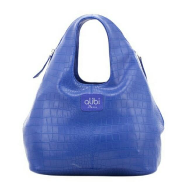 stuff: alibi leather bag.