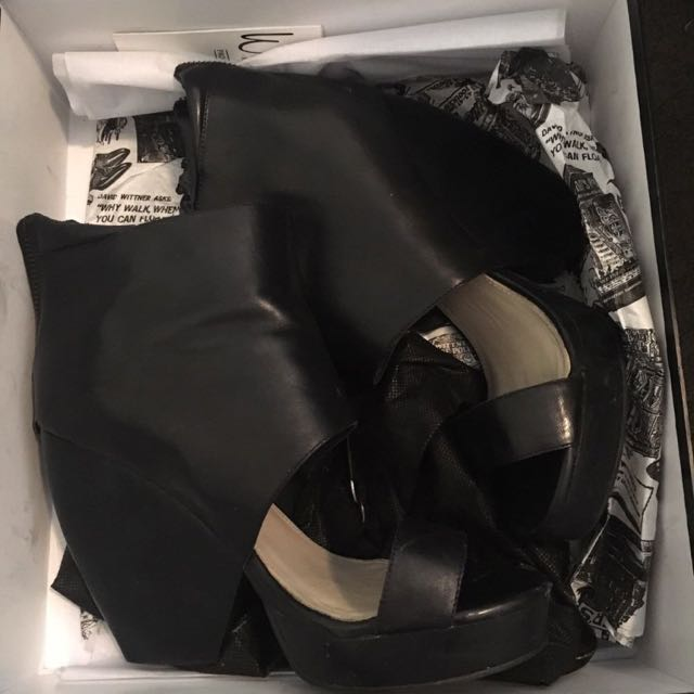 Wittner Black Leather Heels Size 8