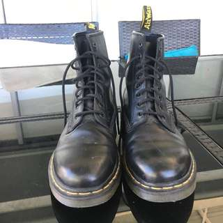 US10 Dr. Martens AirWair Boots