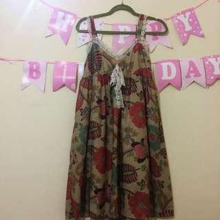 Dress Motif Bunga-Bunga