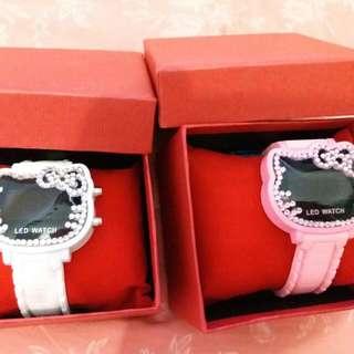 Hello Kitty Led燈 閃石手錶 閃石 有膠水漬 介意勿要 手錶白色全新70$ 粉紅色手錶95%新, 如圖 兩粒掣 有少量銅化50$ 一百蚊全部要