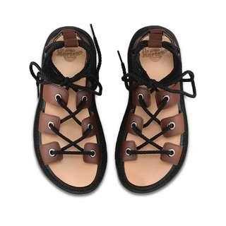 🚚 【現貨】Dr Martens Jasmine 馬汀 春夏新款 羅馬綁帶涼鞋 棕色 SS17