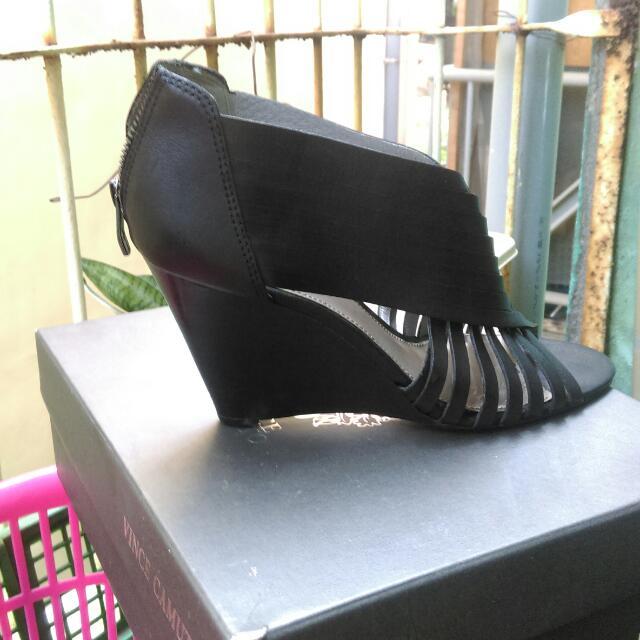 進口高級真皮時尚鞋,皮底,底部還有一道加強脫落防車線。好鞋基本工都一定要有。因為胖了,太緊了,所以給人愛。腳長因該是24公分。