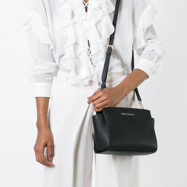 b12ae80496b2 「Authenic」Michael Kors medium 'Selma' crossbody bag, Women's Fashion, Bags  & Wallets on Carousell