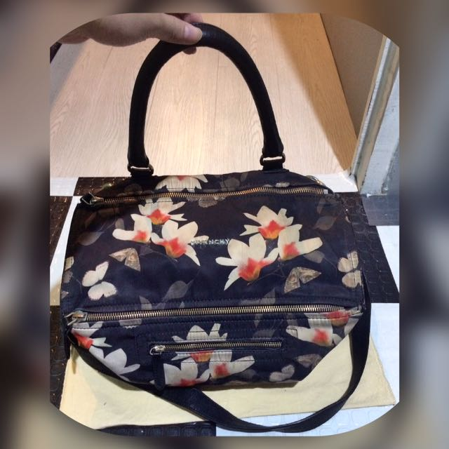 Authentic Givenchy Pre-Owned Magnolia Floral Print Pandora Bag ... b76f3c9da5e36