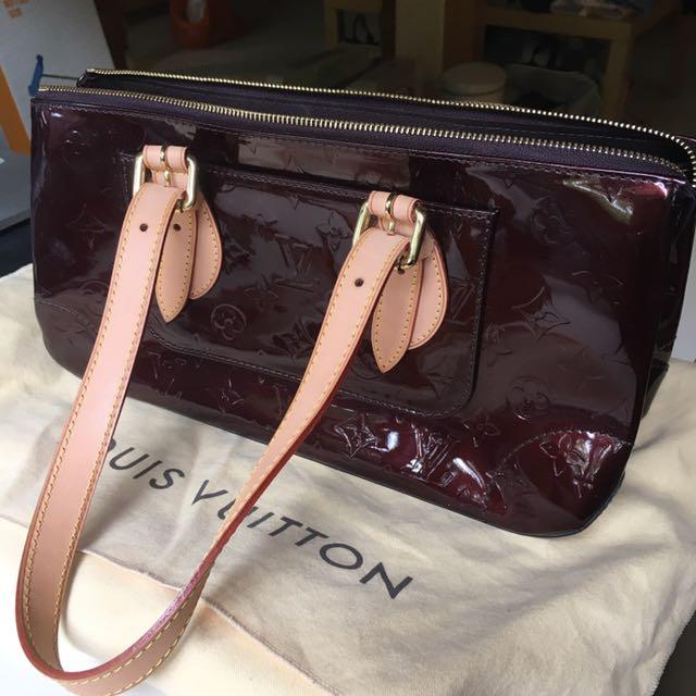 eace2640c7a8 Authentic Louis Vuitton Amarante Monogram Vernis Rosewood Avenue Bag ...