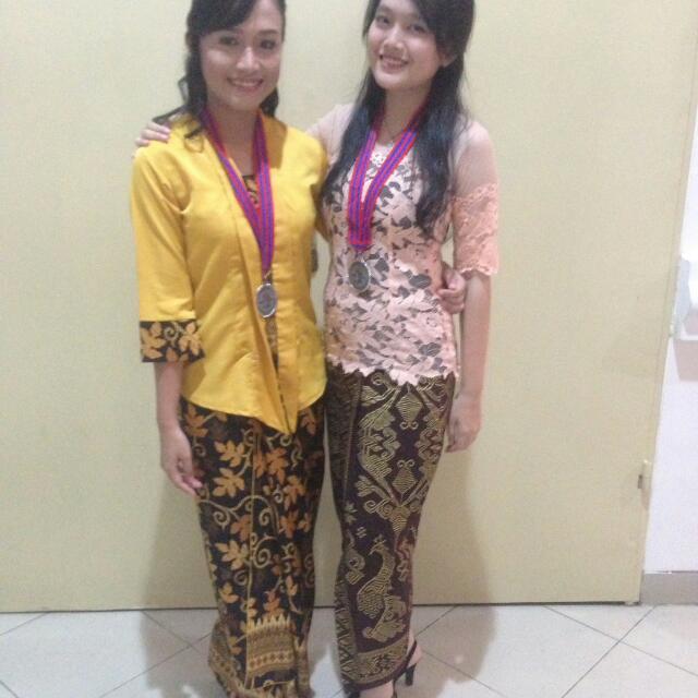 Kebaya Bali Sabrina + Kain Rok