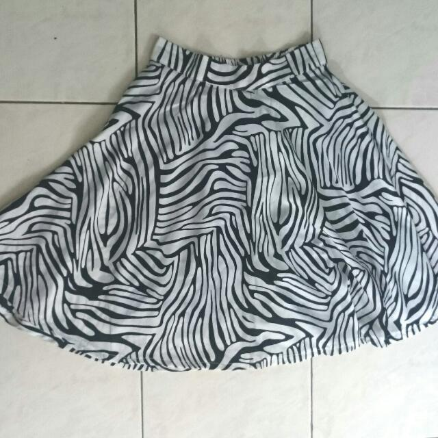 Monochrome Flare Skirt