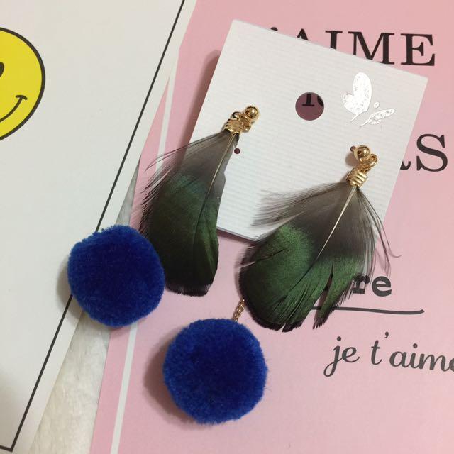 現貨🌹輕微ng撿便宜🌈亮澤綠羽毛毛球耳環