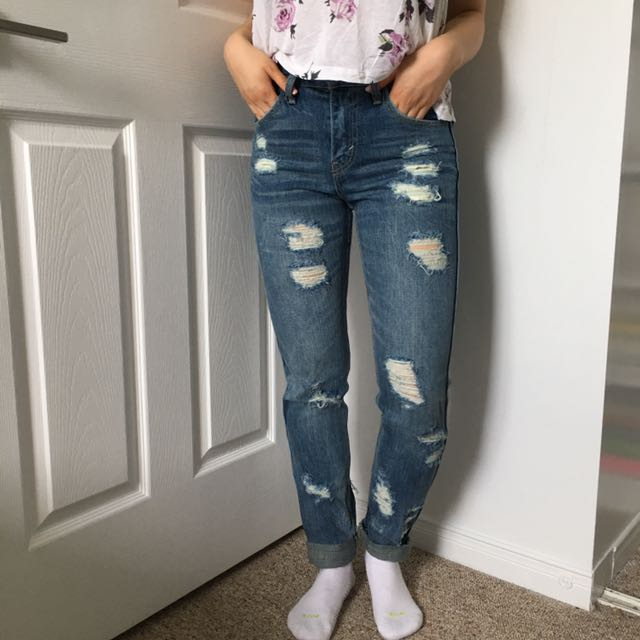 Ripped High Rise Levi's Jeans