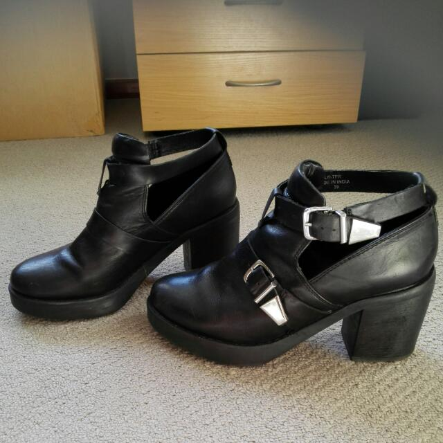 Size 8 Buckle Boots