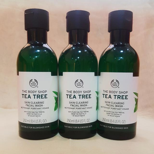 The Body Shop Tea Tree Skin Clearing Facial Wash