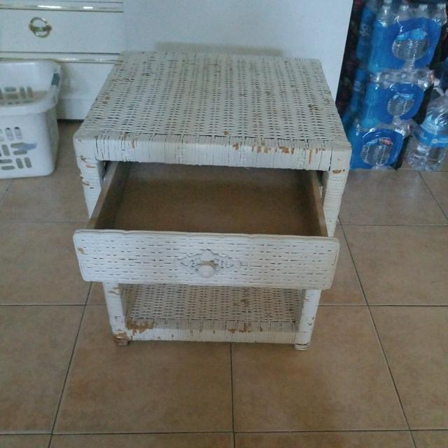 WIKER WHITE NIGHT STAND $15.00