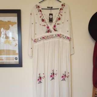 Ladies 12-14 White Floral Maxi Dress