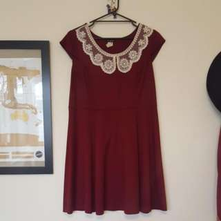 Ladies 16 Dress With Lace Detail