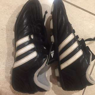 EUC Adidas Size 3 Boys Soccer Shoes