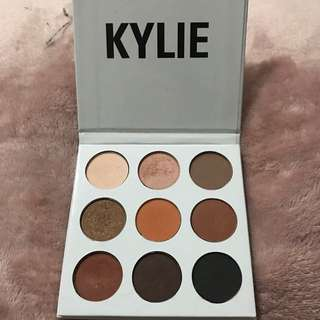 Kylie Jenner Eyeshadow Palette In the Bronze