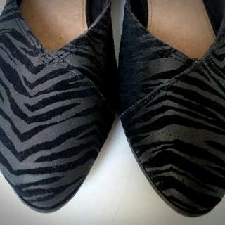 Toms Jutti Zebra Print Leather Shoes, Size 9, Very Good Condition, Free shipping, New Year Sale