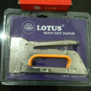 Handtacker Stapler & Staples