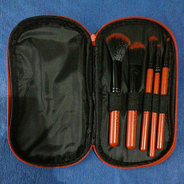 FREE SHIPPING 5 Make Up Brushes