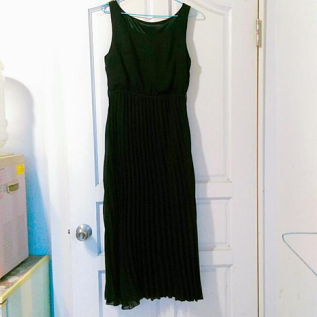 黑色縮腰百褶長洋裝