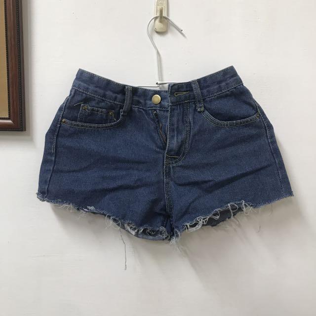 抽鬚深藍中腰短褲