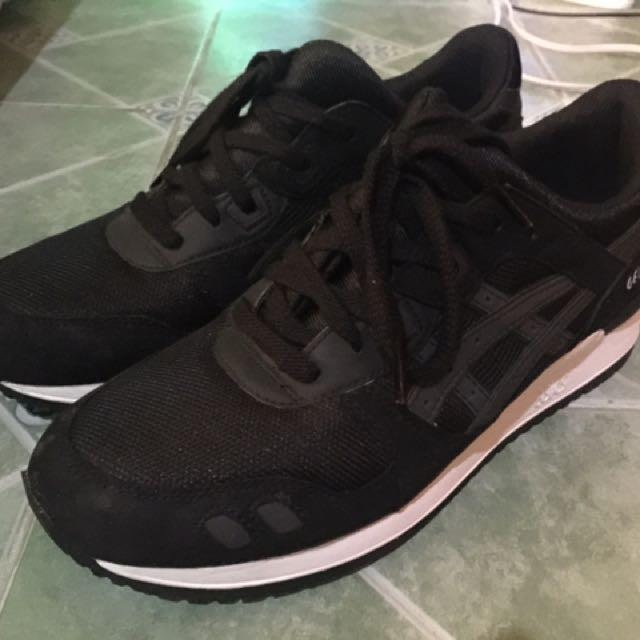 Asics Black Used Twice Size 9.5 (9/10 Condition)