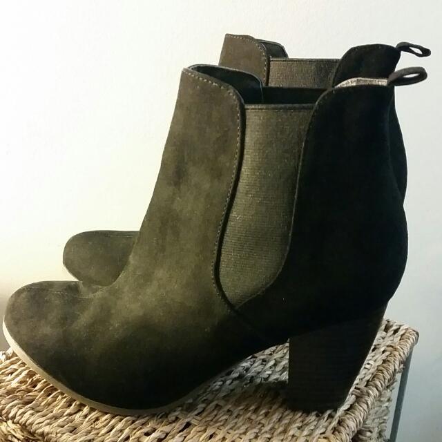 Blcak Boots