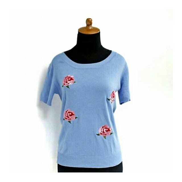 BLUE FLOWERY KNIT TOP