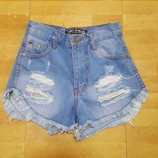 Distressed Highwaist Shorts