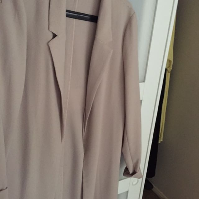DYNAMITE long Flowy Blazer With Side Slits In Size Medium In Pink Blush