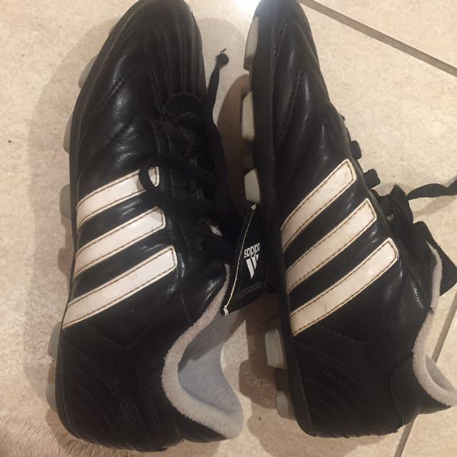 EUC Adidas Size 3 Boys Soccer Shoes
