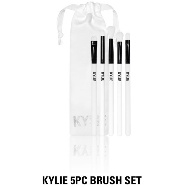 Kylie Brash Set