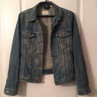 LEVI's Medium Wash Denim Jacket (S)