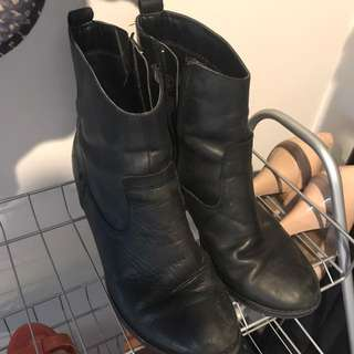 Pulp Leather Boots